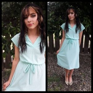 Darling! Vtg 70's minty aqua dot dress w/ tie!